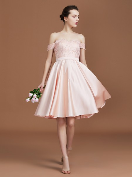 A-Line/Princess Applique Sweetheart Knee-Length Off-the-Shoulder Satin Bridesmaid Dresses