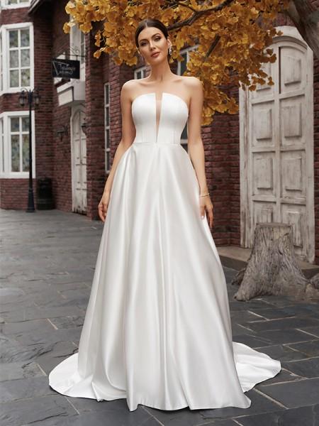A-lijn/Prinses Strapless Satijn Mouwless Ruches Strijksleep Bruidsjurken