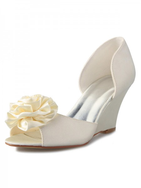 Women's Wedge Heel Satijn Peep Toe With Flower White Wedding Shoes