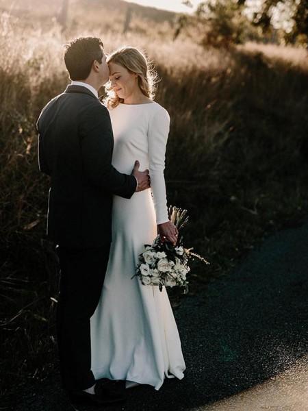 Strak Ronde Hals Lange Mouwen Tot de Grond Ruches Stretch Satijn Bruidsjurken